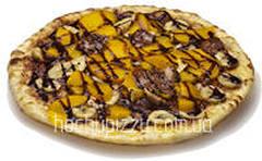Пицца с шоколадом и персиками