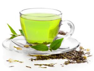 При жаркой погоде пьем зеленый чай.